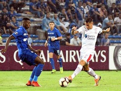 Emelec y Huracán se hacen daño con un empate sin goles