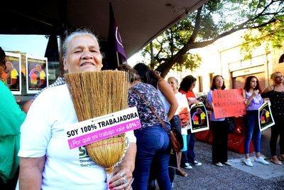 """""""Amanecimos felices"""": Senado ratifica 100% de salario para domésticas"""