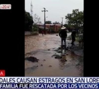 Funcionarios de una empresa rescatan a familia atrapada en San Lorenzo