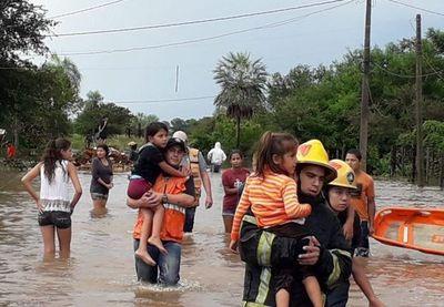 Asisten a personas afectadas por intensas lluvias