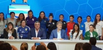 HOY / El fútbol argentino anuncia la profesionalización de su torneo femenino