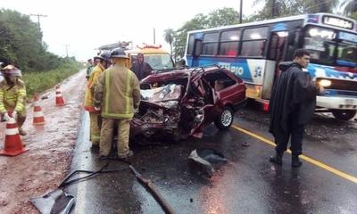 HOY / Dos fallecidos en accidente en Limpio
