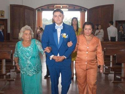 La felicidad de tener dos mamás que te acompañen al altar