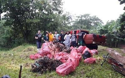 Voluntarios participaron de limpieza del arroyo Saltito, límite entre Franco y CDE