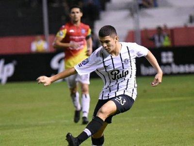 """La jugada """"a lo Ronaldinho"""" del más joven de Libertad"""