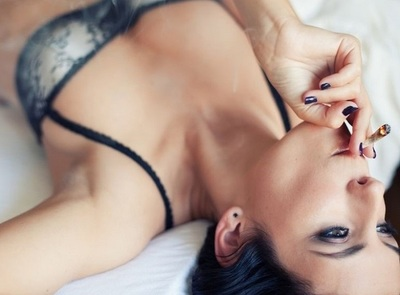 Fumando marihuana, las mujeres disfrutan más del sexo, según estudio