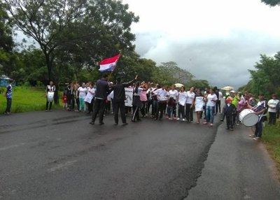 Estudiantes claman por rubros docentes en Arroyito