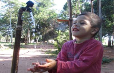 Agua potable llega a familias humildes del interior