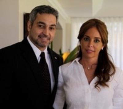Adjudican contratos por G. 300 millones a empresa de Primera Dama