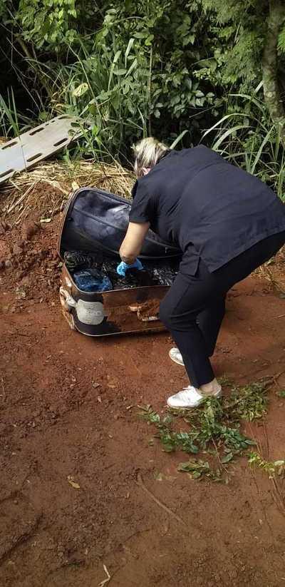Hallan restos de una mujer descuartizada en maletas enterradas en reserva de la ANDE