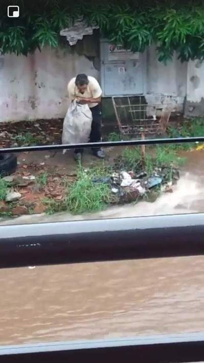 Un hombre fue imputado por tirar basura en raudal