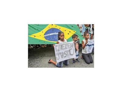 Cada  hora muere un joven por armas de fuego en Brasil