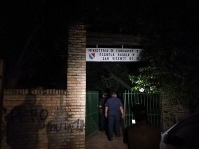 Roban humilde escuela en Tablada Nueva
