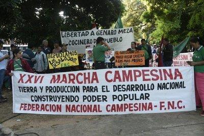 Campesinos marchan en las calles de Asunción
