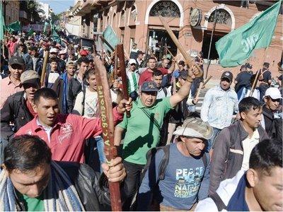 Pacífica marcha campesina denuncia la migración de jóvenes y desalojos