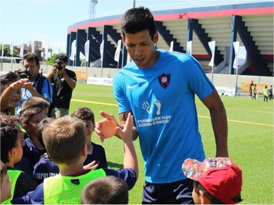 La joyita de Julio Dos Santos en el entrenamiento de Cerro Porteño