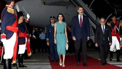 Los reyes de España llegaron a la Argentina para su primera visita de Estado