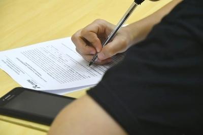 Becarios de Alto Paraná y Canindeyú podrán firmar acuerdo mañana martes