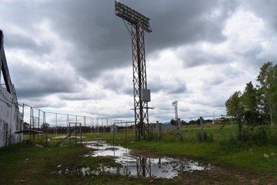 Estadio de Carapeguá, en una triste realidad