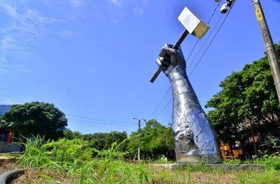 Polémico monumento fue construido de forma ilegal
