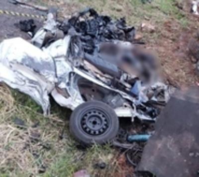 Hermanos mueren tras choque frontal entre camión y automóvil en Ruta 3
