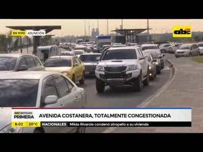 Avenida costanera totalmente congestionada