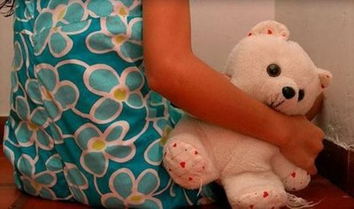 Adolescente víctima de abuso tuvo gemelos y no recibe asistencia