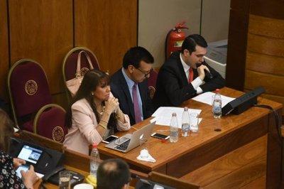 Juicio político: Presentan acusación y piden la destitución de Enrique García