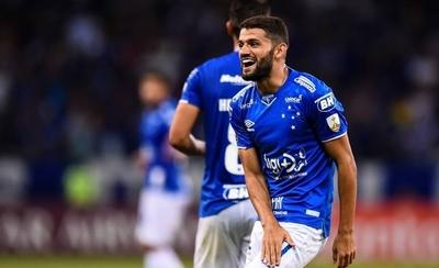 HOY / Cruzeiro cumple y es más líder
