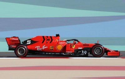 Vettel y Ferrari dominan los ensayos