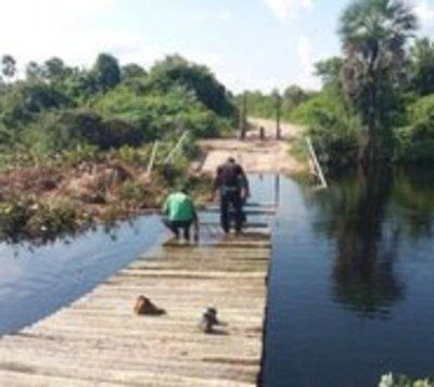 Reconstruyen puente y reemplazan tirolesa en Puerto Guaraní