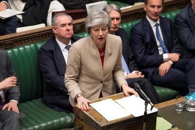 Conservadores de May presionan a primera ministra a no permitir un largo retraso del Brexit