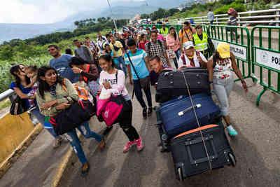 Colombia amplia la meta de déficit fiscal por migración de venezolanos