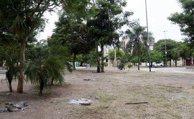 """Tras salida de indígenas, plaza quedó casi """"muerta"""""""