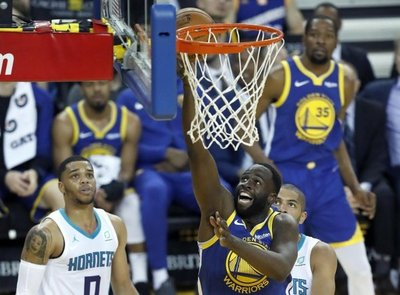 Warriors: exhibición, título y liderato