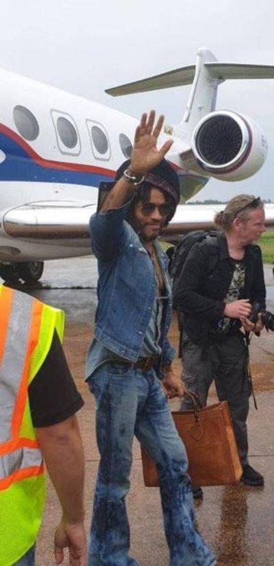 Lenny Kravitz ya llegó a Paraguay