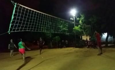 """Restringen horario de volley en plaza por """"promover homosexualidad"""""""