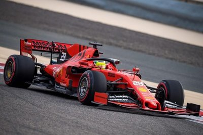 Mick Schumacher pilota por primera vez un Ferrari