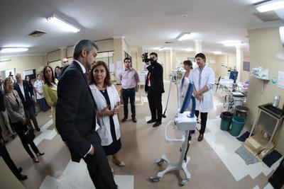 Hospital de niños Acosta Ñu recibe insumos y equipos de alta complejidad