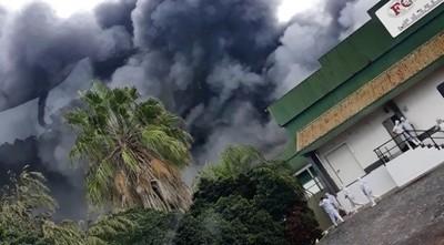 Se registró un incendio de gran magnitud en frigorífico Chortitzer en la ciudad de Loma Plata, en el Departamento de Boquerón