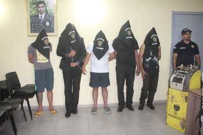Cinco procesados con pedido de prisión por asalto y robo a distribuidora de pollos