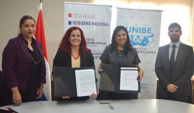 La SFP y la UNIBE firman acuerdo que beneficiará con 22 medias becas a funcionarios públicos