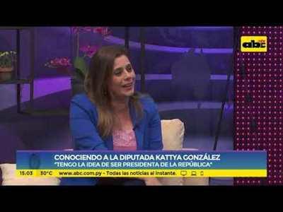 Conociendo a la diputada Kattya González