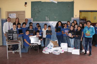 Fortaleza entrega donativos a escuela República de Colombia