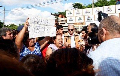 Visita fugaz de Marito a refugio dejó insatisfacción