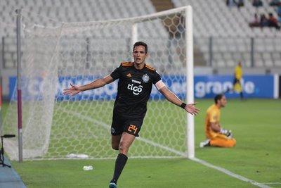 Olimpia golea en Lima y toma la punta del Grupo C