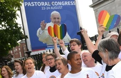El Vaticano recibió por primera vez a un grupo LGBT que le pidió ayuda al Papa