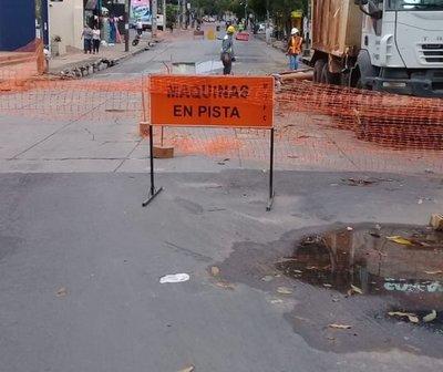 Cierran ambos carriles de la Avda. España