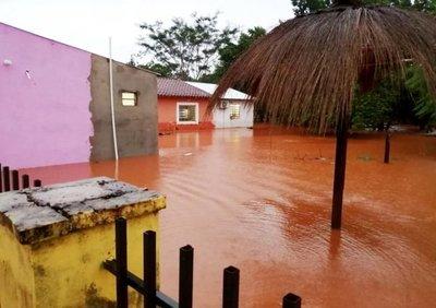 Hay centenares de familias afectadas por inundaciones