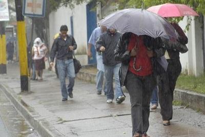 Prevén lluvias y ambiente fresco para este sábado